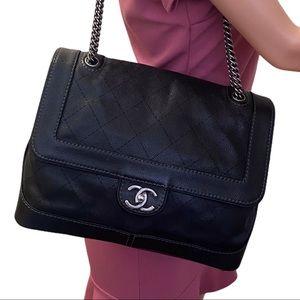 Authentic Chanel Chain Shoulder tote #01940